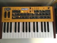 Dave Smith Mopho Keys synth