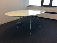 Stunning meeting/dining table by Italian style house Kartell