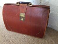 Vintage Gladstone / Doctor's briefcase