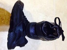 Kids Black nike trainers size 11.5