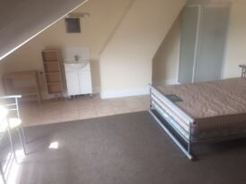 Double Room to Rent. Fantastic Location! Bills & high speed Wifi inc. NO Deposit. MOVE IN TODAY!!