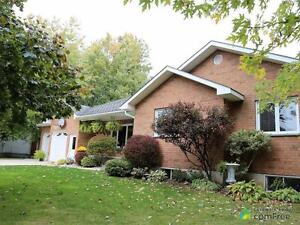 $499,000 - Bungalow for sale in Bayfield