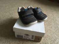 Boys Clarks shoes 2.5G in excellent condition