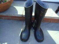 Steel toe cap wellington boots & shoes size 7 black