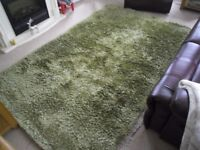 Green deep pile shaggy rug in very good condition a non smoking home Size 8ft x 5ft