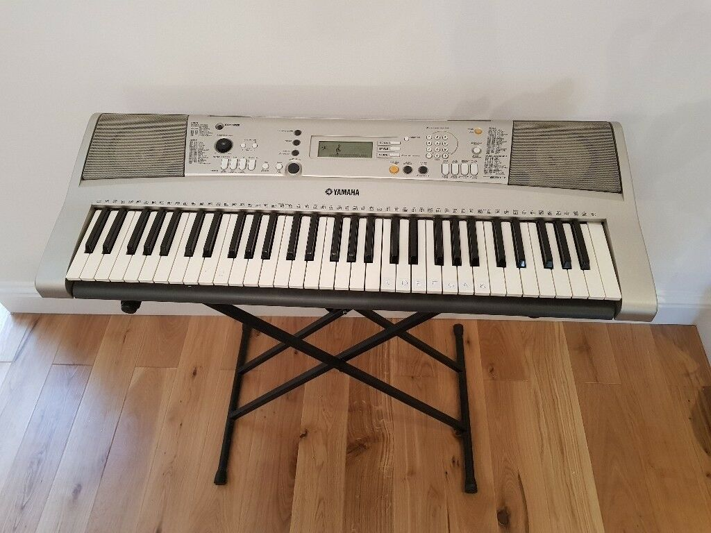 Yamaha PSR E313 Electric Keyboard and Stand