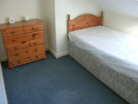 1 single£60pw/1 double room furnished £70pw inc all bills drewry lane on uni bus route