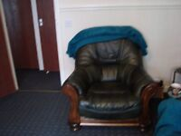 BARGAIN ,AS NEW DUE TO HOUSE MOVE GENUINE LEATHER AND SOLID OAK SUITE