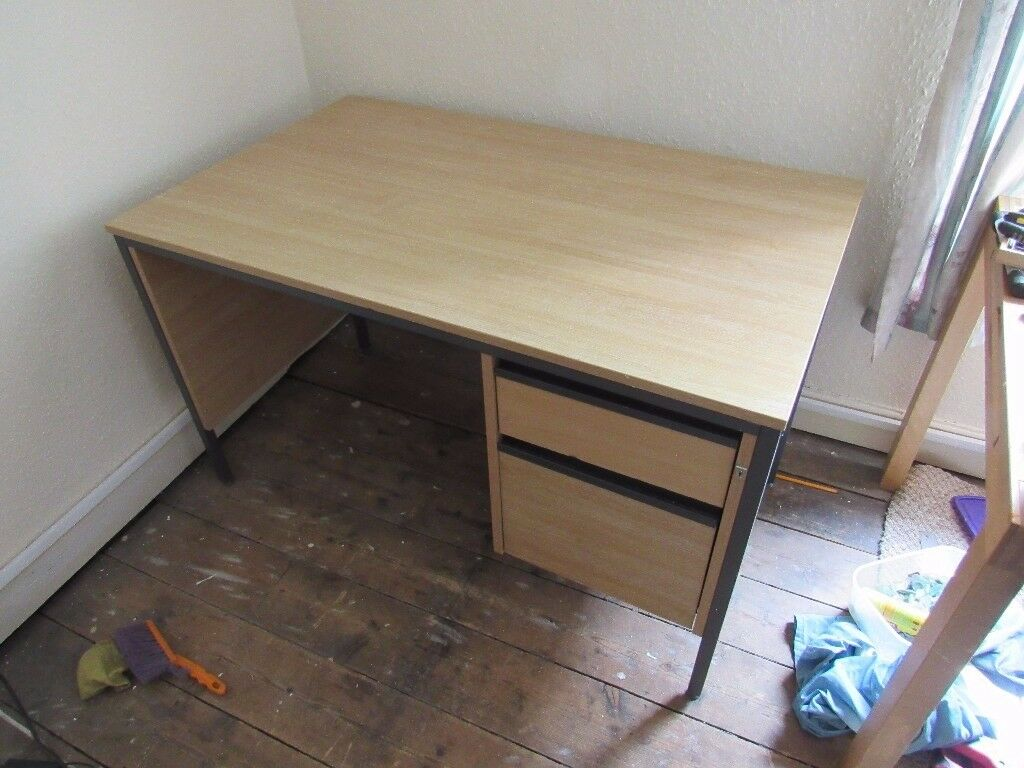 Iam selling a Beech coloured laminated Desk with metal legs and frame.