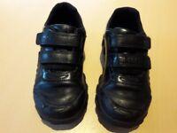 Boys Clarks school shoes 9.5 F)