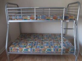 Bunk bed: double bed at the base - Triple sleepers!