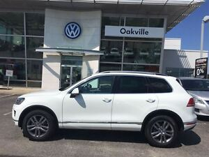 2016 Volkswagen Touareg HIGHLINE/TECHNOLOGY/LOW MILEAGE!!!