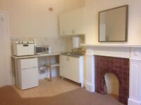 Bedsit Room To Rent in Redland - Newly Decorated with Kitchenette for 1 Person in Quiet House