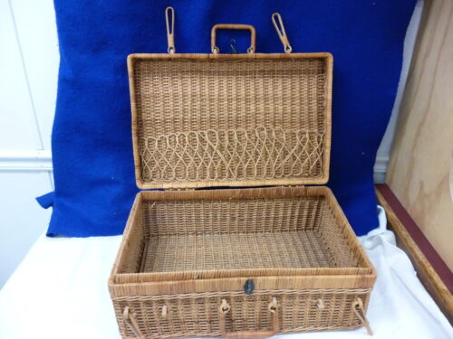 LARGE VINTAGE WICKER PICNIC SEWING OR STORAGE BASKET WITH HANDLES