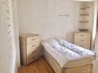 Large Single Room for rent £100 per week|East Ham|Close to public transport|Close to shops