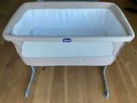 BEDSIDE CRIB & MATTRESS Chicco Next2Me (greige, excellent condition)