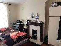 Five bedroom family house- dagenham-1500 pcm