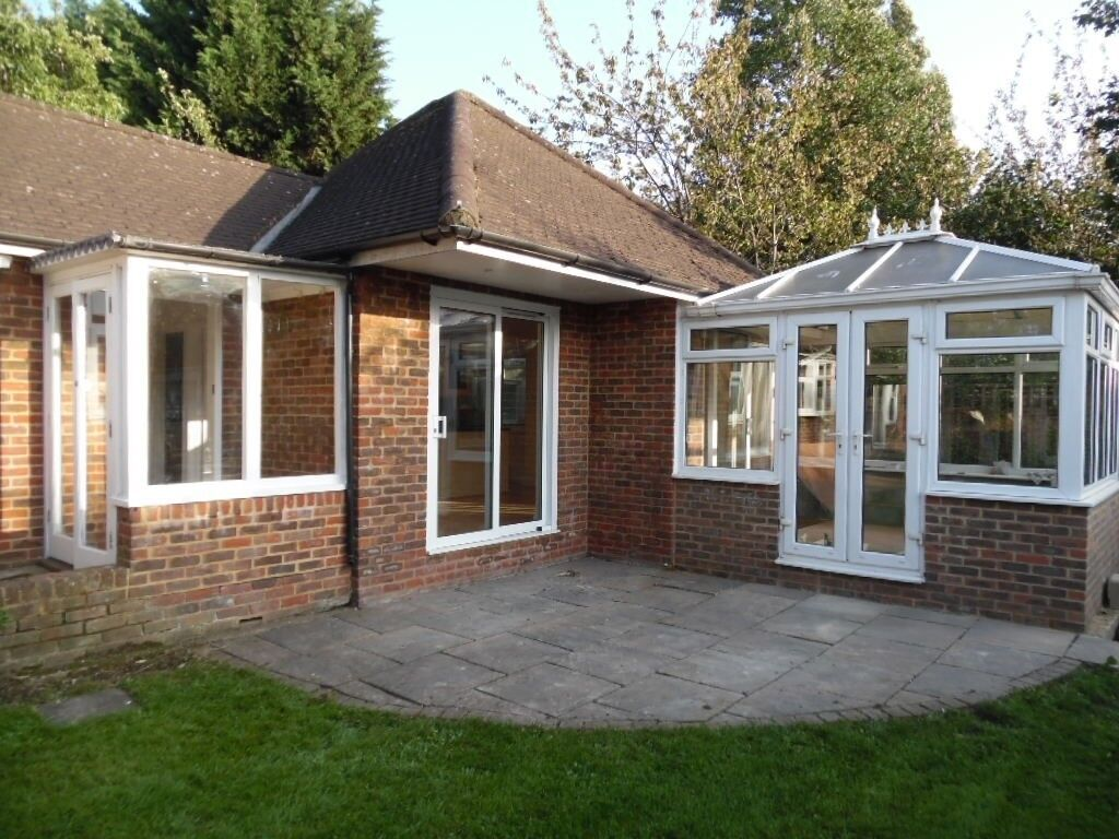 2 Bed bungalow, long locked drive, off -road parking, quiet location