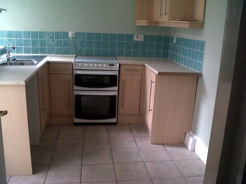 One bed partly furnished ground floor flat - Nr Mutley