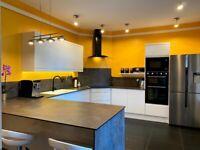 Kitchen Units – BRAND NEW- High White Gloss Handleless