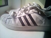 MENS ADIDAS TRAINER SIZE 9 - WILL NOT POST