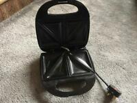 Wilko Sandwich Toaster 4 Slice Black used v,good condition £4