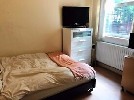 BEAUTIFUL 2 BEDROOM GARDEN FLAT AVAILABLE NOW CLAPHAM JUNCTION