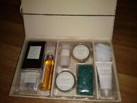 Boxed true spirit bathing set