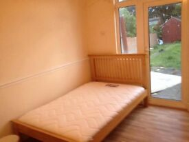 Big double room to rent for a professional including bills