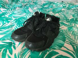 Nike Huarache Trainers, size 5.5 BLACK. NEED TO GO!