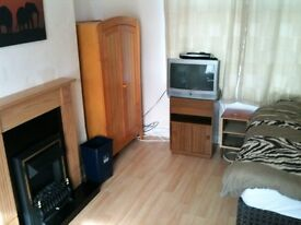 Large furnished room immediately available in Blackburn. Short or long term let available.