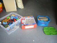 Thomas trackmaster bundle - trains and track