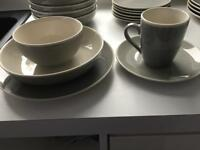 Dinnerware set ( 31 piece )