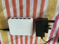 D-Link 4 port Gigabit switch with 5 flat cat-6 cables