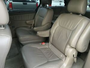 2008 Toyota Sienna XLE, Loaded; Leather, Alloys and More !!!! London Ontario image 12