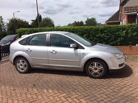 Ford Focus GHIA (100); 41313 MILEs! AUTOMATIC! FULL LEATHER! HEATED SEATS! REAR PARKING SENSORS!!