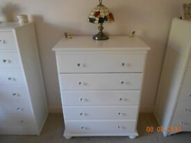 LOVELY CHEST OF FIVE DRAWERS PAINTED COUNTRY WHITE