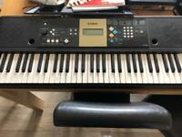 Yamaha YPT-220 Keyboard + Stand / Books