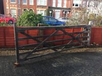 5 bar 11 foot gate solid condition and with hinges