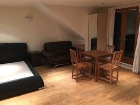 A very large and bright studio flat, No bills, balcony with Richmond park view, modern, furnished