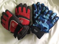 2 prs of boys gloves Age 7-10