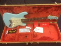 Fender Special Edition 60s Stat Daphne Blue Matching Headstock & Tweed Case