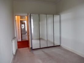 Sunny ,top floor, 1 bed flat in quiet close, Waverley Street, £560pcm
