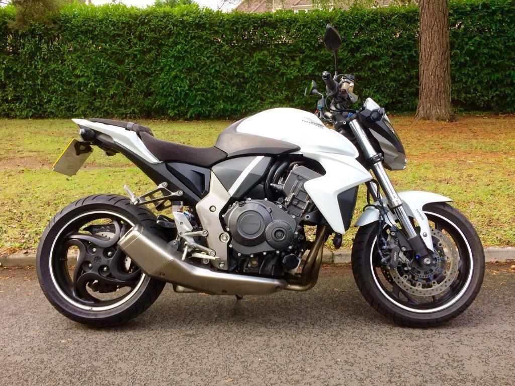 Honda CB1000R 2010 21000 miles Bandit MT10 MT09 Z1000 GSX