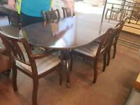 Extendable table with 6 striped chairs