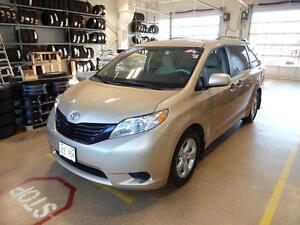 2012 Toyota Sienna CE Family mover