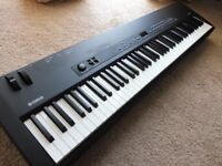 YAMAHA STAGE PIANO CP33 WITH METAL CARRYING CASE