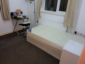 LARGE bright single ROOM near STRATFORD