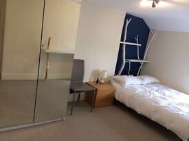 Big bouble bedroom to rent in flatshare in Gravesend town center 3min walk to station beautiful home