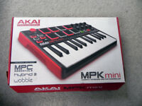 Akai Mini MPK Portable Laptop Keyboard USB MIDI Controller with 8 Drum Pads